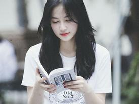 'Thiên thần mê đọc sách' xinh đẹp khiến người khác khó rời mắt