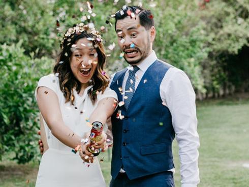 Đám cưới đẹp như mơ, cặp đôi vẫn đập tan bánh cưới vì lý do không thể ngờ