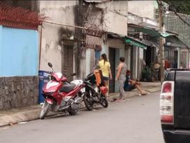 TP HCM: Vợ bị chồng lột đồ ngoài đường và tra khảo