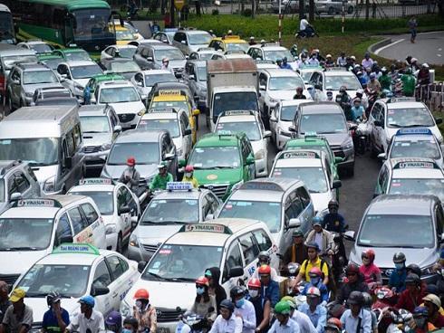 Kẹt xe từ sáng đến trưa, người Sài Gòn như 'hóa điên' ở Tân Sơn Nhất