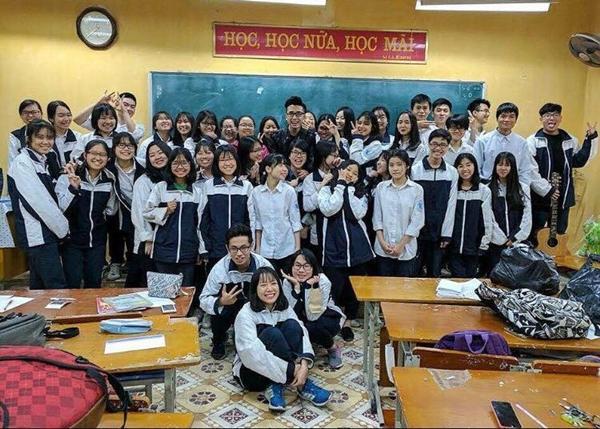 Chân dung thầy giáo hot boy khiến hội học sinh nữ mê tít