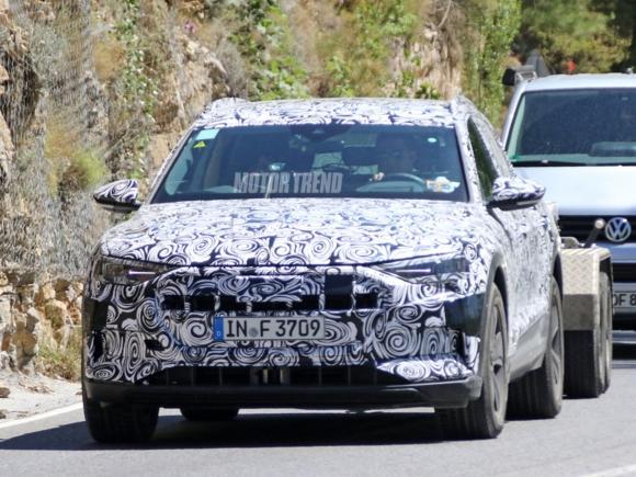 Lộ diện hình ảnh Audi E-Tron Quattro chạy thử nghiệm