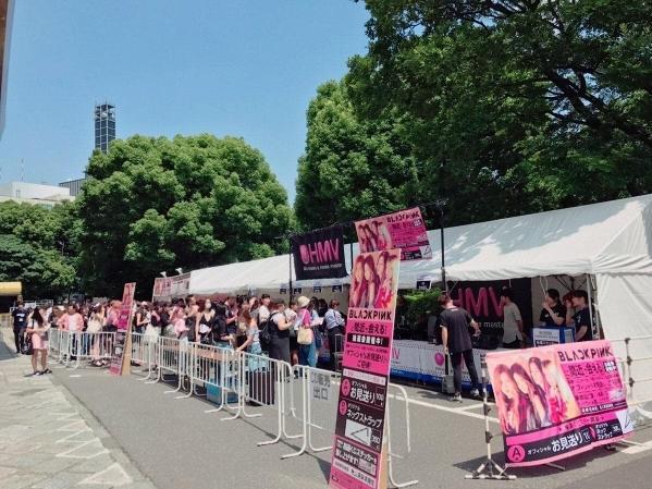 Netizen hốt hoảng: Showcase Black Pink mà nhìn qua tưởng… SNSD