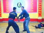 Em trai chưởng môn Huỳnh Tuấn Kiệt một mình đấu ba người cầm dao kiếm