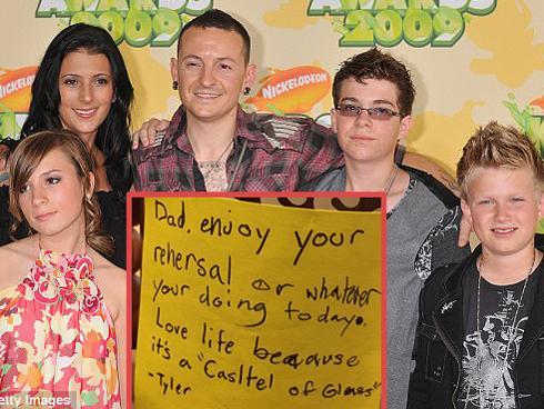 Lật lại tin nhắn ấm áp con trai Chester Bennington nhắn gửi trước khi cha tự sát