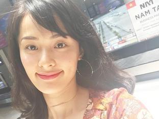 Tin sao Việt 21/7: Sau sóng gió tình ái, Hạ Vi học cách mỉm cười