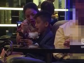 Đã 6 tuổi, con trai Lệ Quyên vẫn phải để mẹ đút từng thìa mới chịu ăn