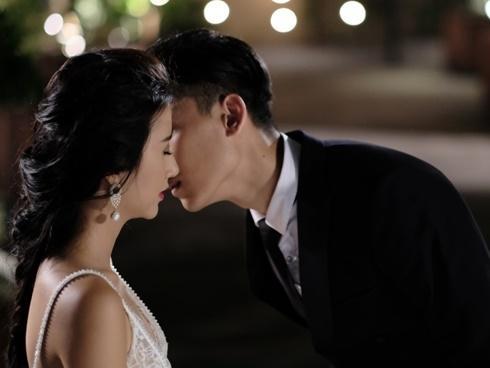 Bật mí cảnh quay Quỳnh Anh Shyn hôn trai trẻ bị cắt khi lên phim