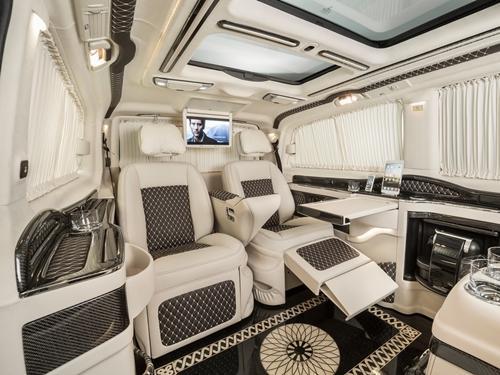 Chiếc limo có hình dáng như xe tải nhỏ