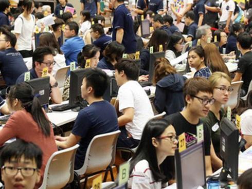 Giới trẻ Hồng Kông học không có giờ ngủ