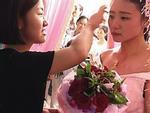 Chú rể vắng mặt trong đám cưới, cô dâu làm điều này khiến cả nhà chồng rưng rưng xúc động