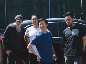 Một nửa số album quay trở lại BXH, Linkin Park đã quay 'Carpool Karaoke' trước khi Chester qua đời