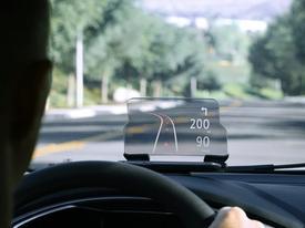 Màn hình hiển thị trên kính giúp lái xe dễ dàng hơn