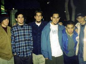 Linkin Park viết thư tưởng nhớ Chester Bennington: 'Chúng tôi yêu quý cậu và nhớ cậu rất nhiều'