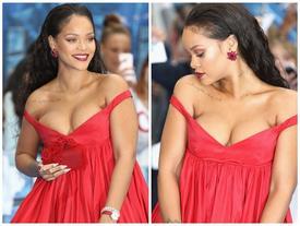 Rihanna chèn ép vòng 1 quá đà gây phản cảm