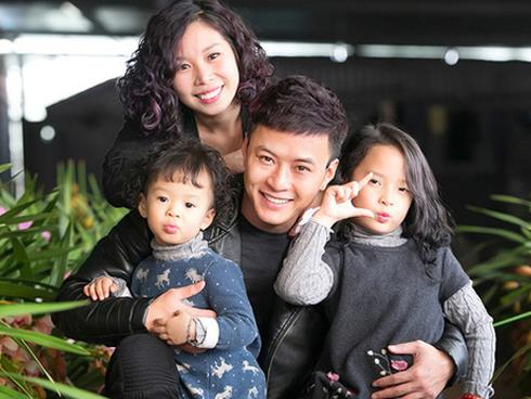 Vợ chồng Hồng Đăng cho 2 con gái học 'trường làng'