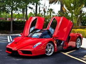 Nhân viên Ferrari thừa tiền cũng không được mua xe từ hãng