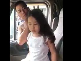 Mẹ đi Đài Loan lao động, bố lái container đưa con theo cùng, dịu dàng chải tóc khiến dân mạng tan chảy