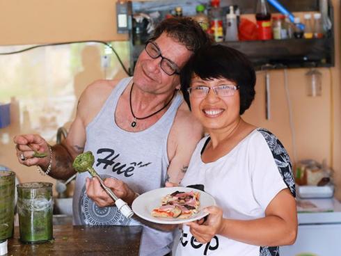 Nghỉ việc văn phòng 17 năm gắn bó, người vợ Việt mở nhà hàng cùng chồng Ý, khởi nghiệp ở tuổi 40