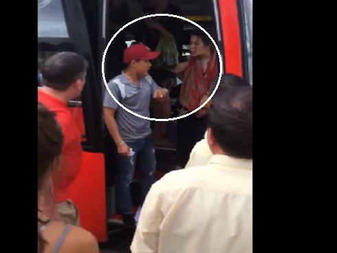 Du khách nước ngoài tố bị phụ xe ném đồ, đuổi xuống giữa đường ở Nha Trang