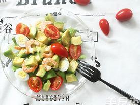 Đĩa salad làm đã nhanh, ăn lại càng ngon