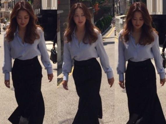 Sao Hàn 27/7: Không cần photoshop, Kim Hee Sun vẫn đẹp xuất sắc ở tuổi 40