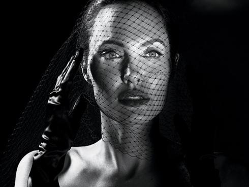 Angelina Jolie: Chiêu trò hay sự thật?