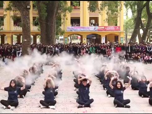 'Phục sát đất' màn flashmob quá đỉnh học sinh THPT Phan Đình Phùng
