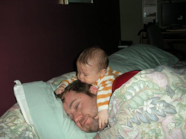 Clip hài: Bó tay với các ông bố bà mẹ nghịch hơn cả trẻ con