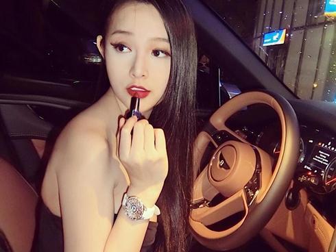 Hot girl - hot boy Việt 28/7: Huyền Baby khoe ảnh 'mẹ bỉm sữa lên đồ' cực chất