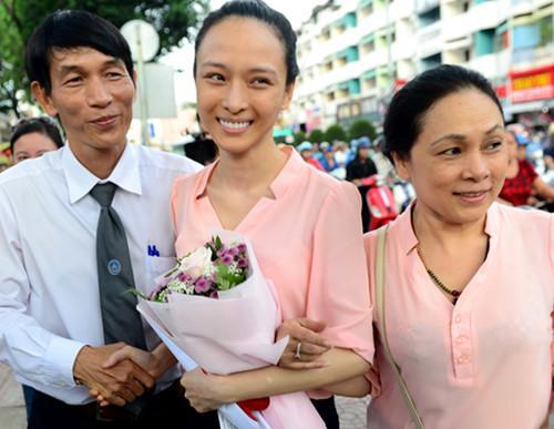 Hoa hậu Trương Hồ Phương Nga xuất hiện rạng rỡ sau tin đồn lâm bệnh nặng-1