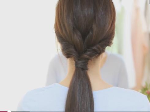 3 cách tạo kiểu tóc đuôi ngựa buộc thấp điệu đà