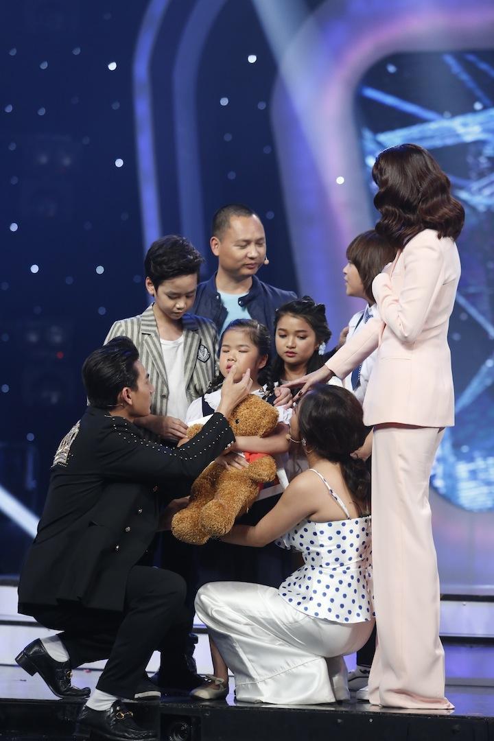 Vietnam Idol Kids: Hát hit của Mỹ Tâm, cô bé khiếm thị bị loại trước Chung kết-3