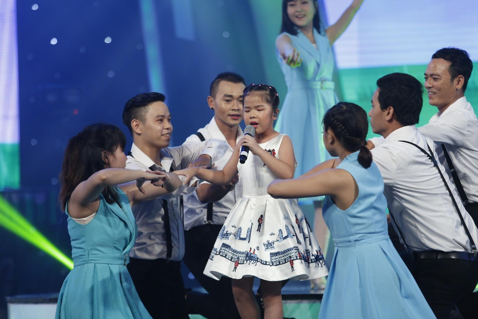 Vietnam Idol Kids: Hát hit của Mỹ Tâm, cô bé khiếm thị bị loại trước Chung kết-4