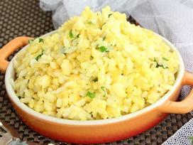 'Biến tấu' cơm nguội thành món cơm rang trứng ăn sáng vừa nhanh lại rẻ