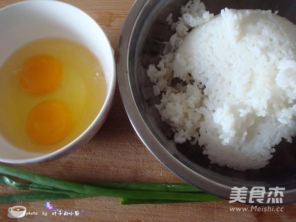 'Biến tấu' cơm nguội thành món cơm rang trứng ăn sáng vừa nhanh lại rẻ-1