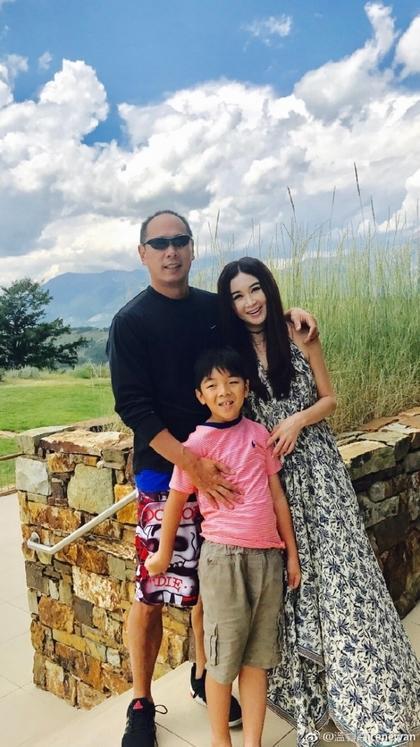 Vợ chồng Ôn Bích Hà cùng con đoàn tụ ở Mỹ sau ồn ào ly thân-4