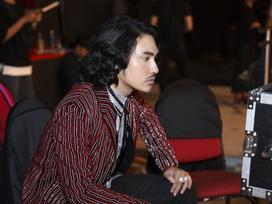 Lý Quí Khánh diện áo khoác 250 triệu đến 'dằn mặt' các người đẹp