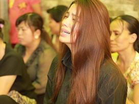 Nghệ sĩ Việt động viên Phạm Hương vượt qua nỗi đau mất bố
