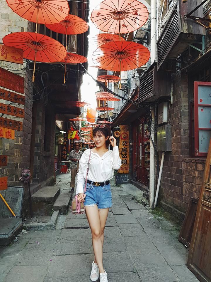 Hot girl Tú Linh chia sẻ kinh nghiệm sau chuyến đi Phượng Hoàng Cổ Trấn cùng ông xã-2