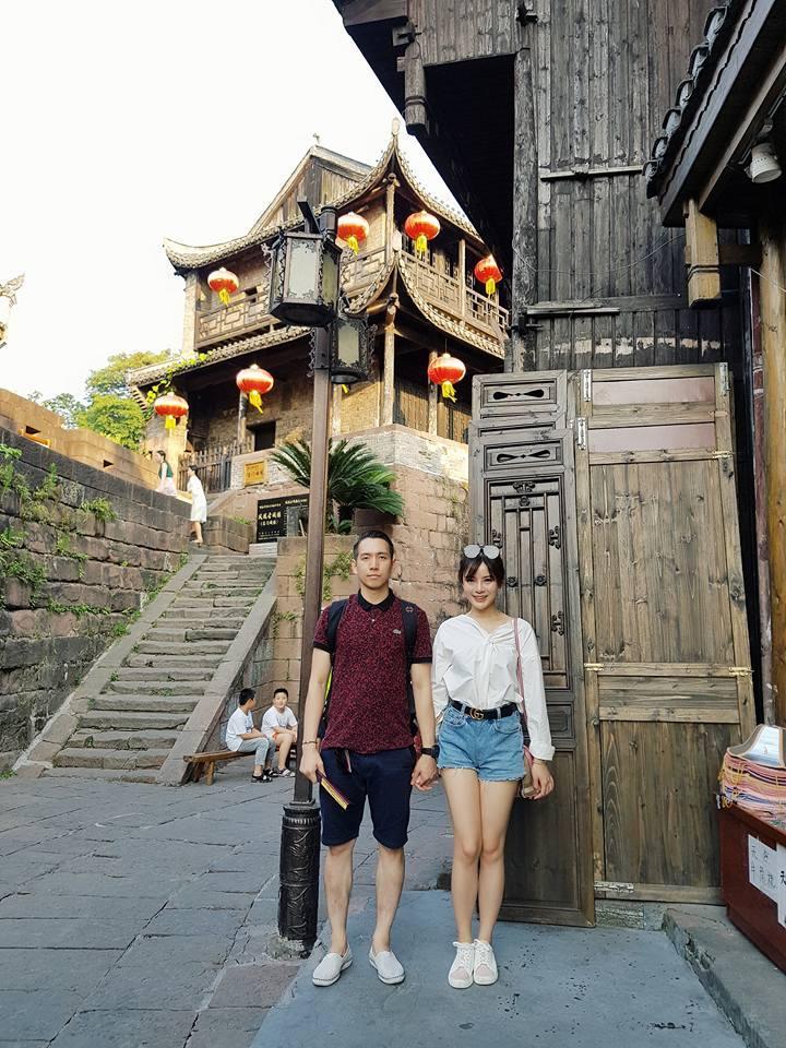 Hot girl Tú Linh chia sẻ kinh nghiệm sau chuyến đi Phượng Hoàng Cổ Trấn cùng ông xã-4