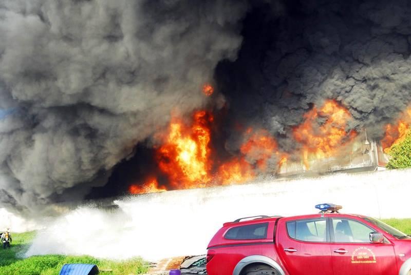 Cháy lớn công ty nhựa ở  TP HCM-2