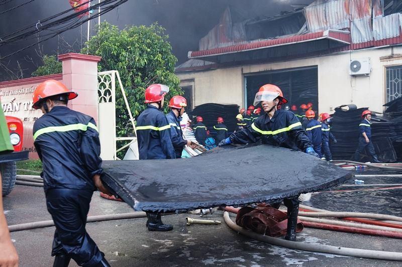 Cháy lớn công ty nhựa ở  TP HCM-4