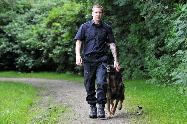 Tên tội phạm 'lầy' nhất năm: Cắn lại chó nghiệp vụ khi bị truy đuổi-3