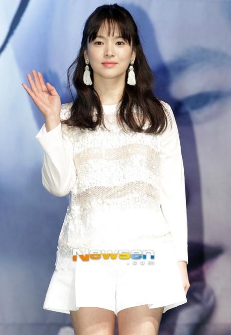 Tưởng giản dị nhưng thật ra Song Hye Kyo cũng chơi hàng hiệu cực đỉnh-1
