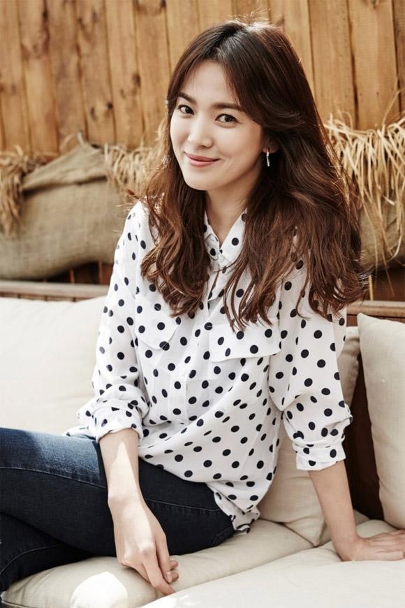 Tưởng giản dị nhưng thật ra Song Hye Kyo cũng chơi hàng hiệu cực đỉnh-5