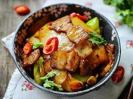 Thịt ba chỉ rang cháy cạnh với khoai tây thế này, ai chả muốn ăn