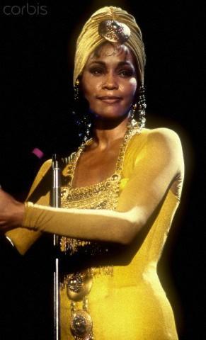 Quốc Thiên giả gái khiến phiên bản gốc Whitney Houston cũng 'khóc thét'-4