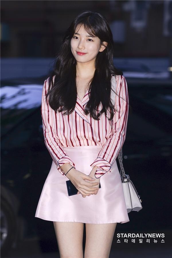 Phim của Suzy, Lee Jong Suk đóng máy, tiết lộ những hình ảnh khiến fan phấn khích-1