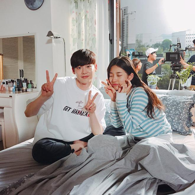 Phim của Suzy, Lee Jong Suk đóng máy, tiết lộ những hình ảnh khiến fan phấn khích-4